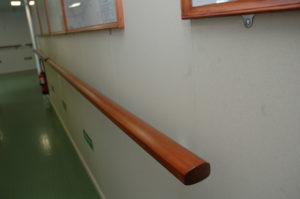 drewniana poręcz
