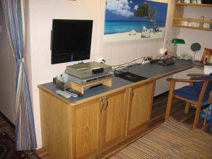 biurko i wyposażenie kauty