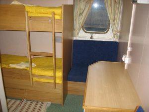 łóżko piętrowe w kajucie