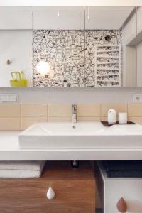 umywalka wraz z lustrem