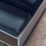 drewniane wykończenie łóżka