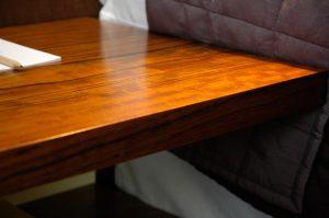zbliżenie na drewniane wykończenie