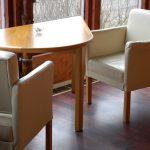 stolik dla dwojga wkształcie łzy