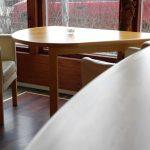 stolik zkrzesłami